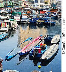 Boats in Aberdeen village, HK - Aberdeen - famous to ...