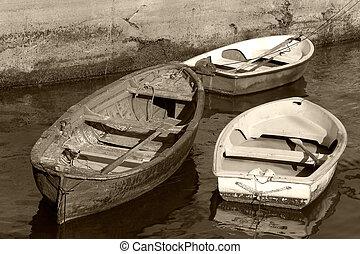 Boats in Bermeo - Boats in the port of Bermeo, Bizkaia (...