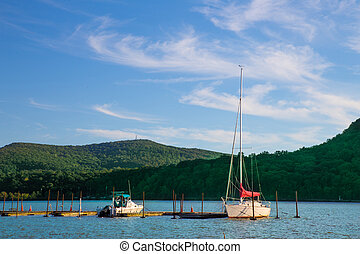 Scenic view of boats, hudson river and mountains in upstate New York State