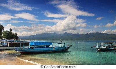 Boats on the beach loop