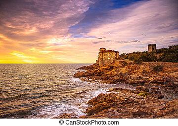 boccale, slott, gränsmärke, på, klippa, vagga, och, hav, på, varm, sunset., toskana, italien