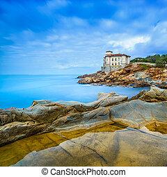 boccale, slott, gränsmärke, på, klippa, vagga, och, sea., toskana, italy., lång exponering, photography.
