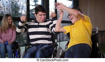 bocce, handicapé, garçons, heureux, enjôleur, jeu, réjouir