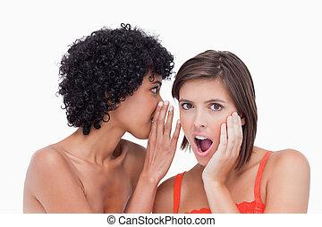 bochecha, dela, após, mão, segredo, pôr, adolescente, ouvindo, surpreendido