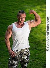 bodybuilder, com, tremor proteína