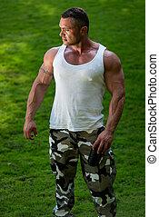 bodybuilder, het rusten, en, drinkt, proteine verwiken