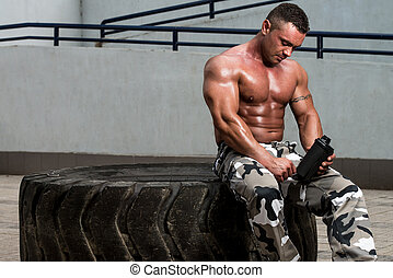 bodybuilder, met, proteine verwiken