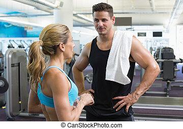 bodybuilding, mann frau, reden, zusammen