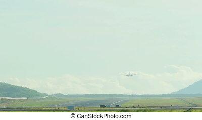 Boeing 737 approaching
