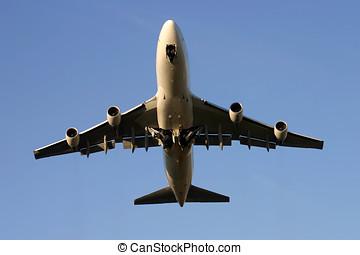 Boeing 747... - Boeing 747 at take off