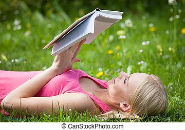 boek, vrouw, park, jonge, lezende