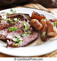 boeuf, fingerling, francais, londres, pommes terre rôtis, ...
