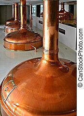 bohemio, cervecería, con, cobre, destilería, tanques