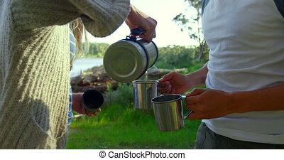 bohnenkaffee, abschnitt, mittler, becher, gießenden wasser, ...