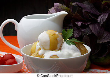 Boiled potatoes with parsley and sour cream