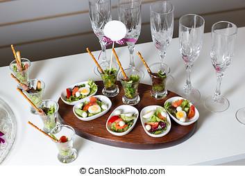 Boiled quail eggs, tomato, lettuce-2