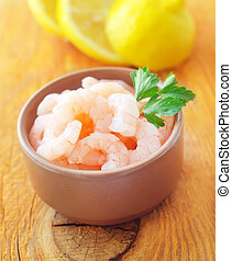 Boiled shrimps with fresh lemon