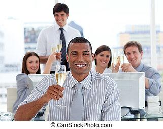 boire, champagne, chanceux, equipe affaires