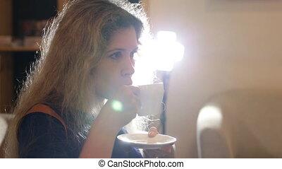 boire, femme, vert, jeune, café