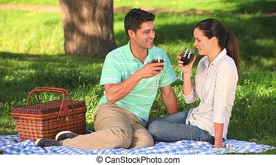 boire, séduisant, couple, vin, rouges