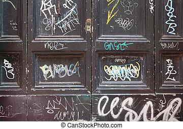 bois, beaucoup, vieux, portes, graffiti, portes, noir, blanc, sale