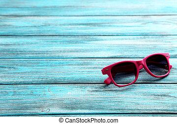 bois, bleu, lunettes soleil, table