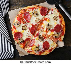 bois, champignons, pizza, pepperoni, table