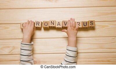bois, cubes, jouet, fait, mains, coronavirus, gosse, apprendre, étude, covid-19, coronavirus., quarantine., cubes, toucher, enfant, mot, blocks., bébé, école, coronavirus, concept, jeux