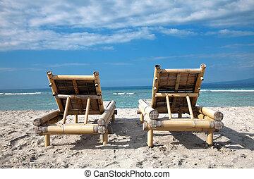 bois, deckchairs, sur, vide, plage