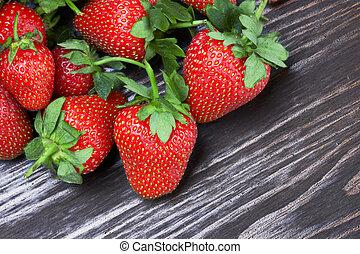 bois, fraises