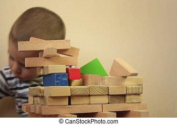 bois, garçon, blocs, jouer
