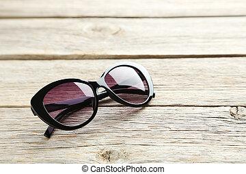 bois, noir, lunettes soleil, gris, table