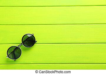 bois, noir, lunettes soleil, table verte