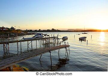 bois, passerelles, marina, bateaux moteur, sunset.