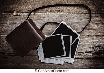 bois, vendange, appareil-photo polaroid, table., pellicule