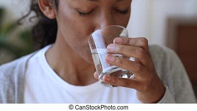 boisson, femme closeup, assoiffé, déshydraté, africaine,...