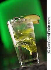 boisson mélangée, cocktail.
