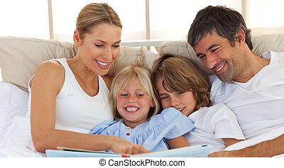 bok, glad, säng, familj, läsning