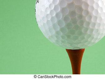 bola de golf sobre tee