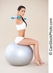 bola, sentando, enquanto, pesos, condicão física, levantamento