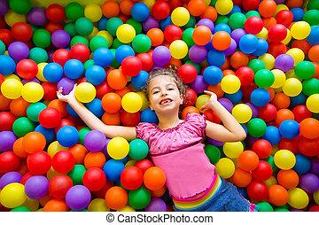 bolas, coloridos, alto, pátio recreio, criança, menina, vista