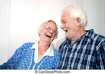 boldog, öreg emberek