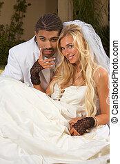 boldog, új, összead, interracial párosít, alatt, esküvő, kedélyállapot