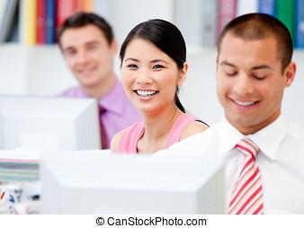 boldog, ügy emberek, munka at, egy, számítógép