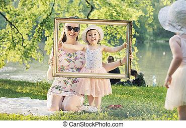 boldog, anya, és, neki, lány, having móka, alatt, egy, liget
