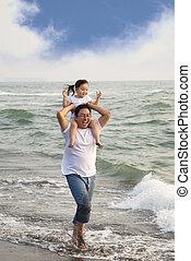 boldog, atya, noha, kicsi lány, a parton