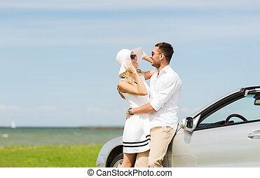 boldog, bábu woman, ölelgetés, közel, autó, a tengernél