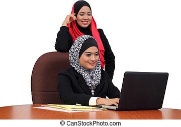 boldog, dolgozó, kereskedelmi ügynökség, muzulmán, fiatal, együtt, hord, beutifull, nők