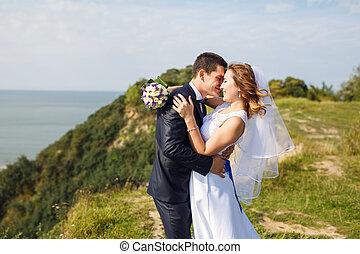 boldog, esküvő párosít, képben látható, a, tengerpart