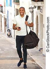 boldog, fiatal, african bábu, gyalogló, képben látható, út